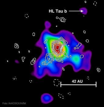 Imagen de la emisión en radio del disco protoplanetario de HL Tau. Las líneas blancas acotan las regiones donde se ha detectado emisión en longitudes de onda cortas, que muestran la existencia de polvo, esencial para la formación de planetas.