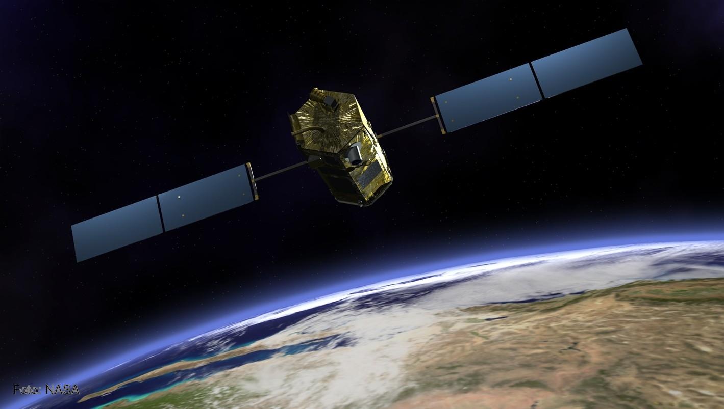 Fotos de satelites orbitando la tierra 99