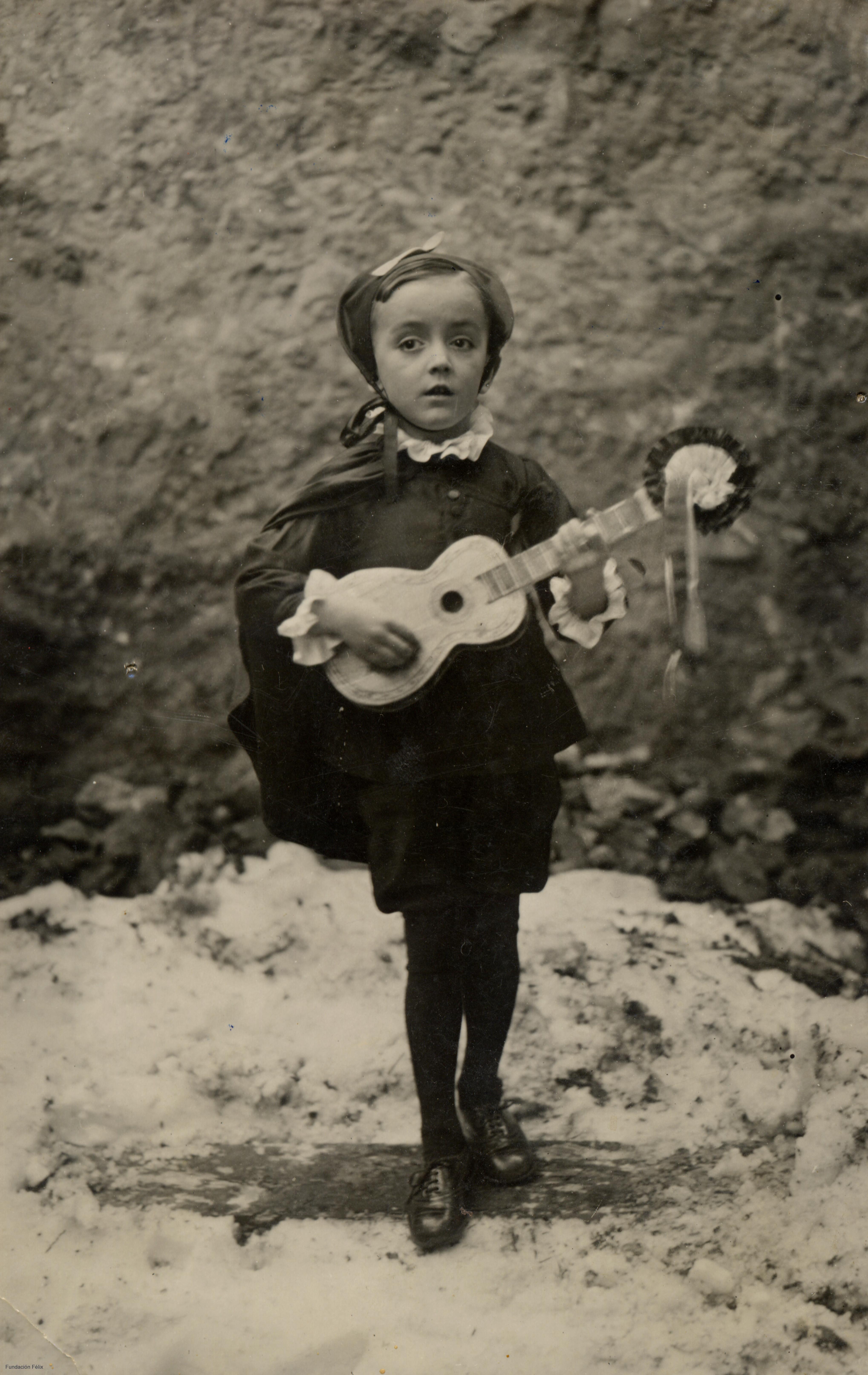 Félix Rodríguez de la Fuente de niño, disfrazado